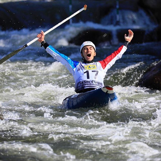 What a performance!!!! Congratulations Cedric - the new World Champion!!!🥇🌎🇫🇷 . . . . . 📸@martin_hladik for @czechcanoe #inwaterwelive #weareoutthere #canoeslalom #planetcanoe #worldchampion