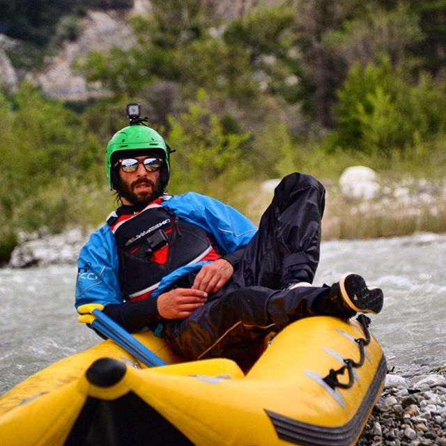 Momo - El Padrino Del Rio 📸 @valaiswallisadventures #inwaterwelive . . . . . . #rafting #elpadrino #whitewaterrafting #whitewater #paddle