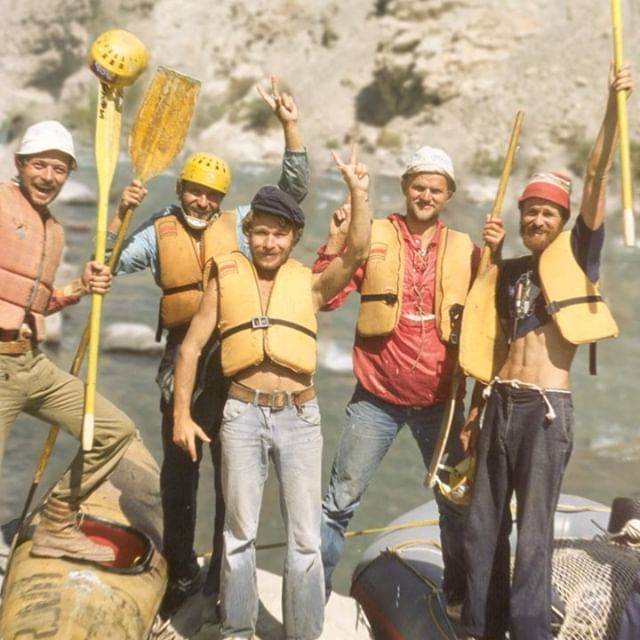 We are stoked to know and support Sonia (@watermelonlife) and Adam (@radam_gnawrot). The two are working on a documentary about Polish kayakers who managed to get out of the Soviet Bloc and become the first to paddle the deepest canyon in the world. Check out their kickstarter campaign 👉 click the link in the bio. . . . . . . . #canoandes #kickstarter #colcacanyon #whitewater #kayaking #roadtrip #dikyzemuzem