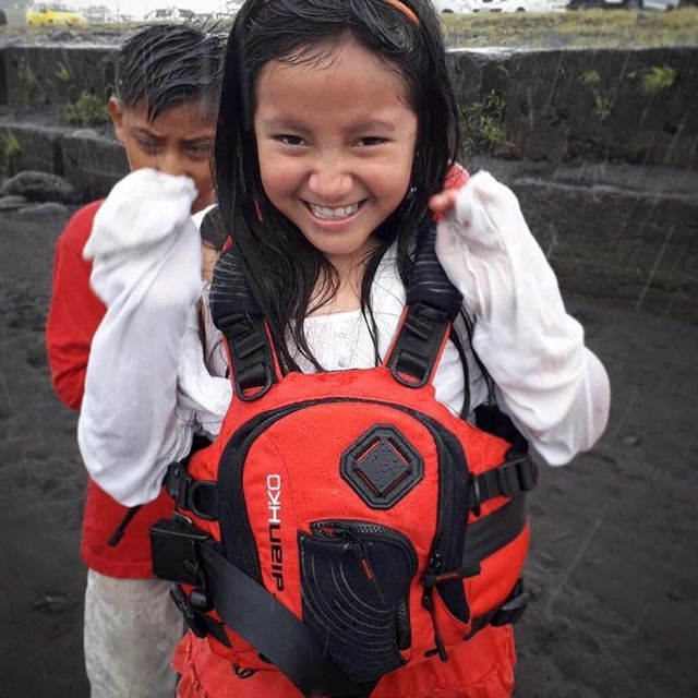 We are happy to see that the life jackets made it to Ecuador. The fact that they match the skirt is a bonus 💃🏼 #hikoprojectecuador Thanks @zet_kayaks for help with the transport. . . . . . #inwaterwelive #kayaking #ecuador #whitewater