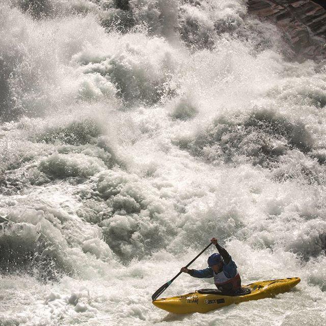 Happy Birthday @honza_choutka🥳🎉🍾 📸 @jensklattphoto ⛳️ King of the Alps #inwaterwelive . . . . . #weareoutthere #hikoteam #whitewaterkayaking #canoe #c1 #zetkayaks #passerriver #happybirthday