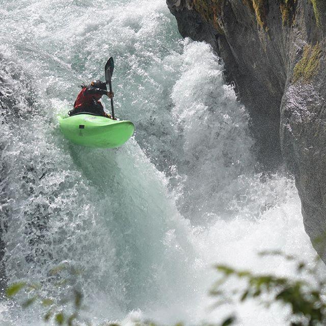 Stylish put in from @james__shimizu 📸 @bernie.engelman #inwaterwelive . . .. . #weareoutthere #whitewaterkayaking #waterfalls #uppercheakamus #putin #whitewater #kayaking